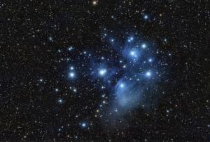 El cúmul de les Pleiades (M45) amb un petit telescopi (Font: celdenit.com)