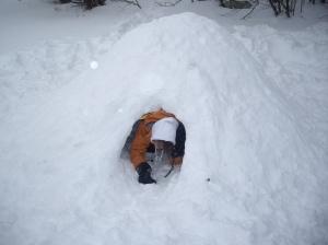 MónNatura Pirineus realitza tallers de construcció d'iglús