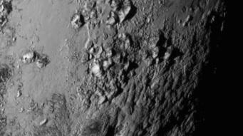 Muntanyes de Plutó. Imatge de la Sonda New Horizons (NASA).