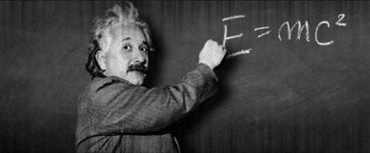 Foto: ara.cat. Einstein el 25 de novembre de 1915, explicant la teoria de la relativitat